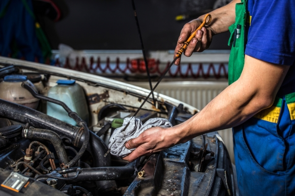 Fluid and Oil Change in Canyon Country, CA | G & M Auto Repair
